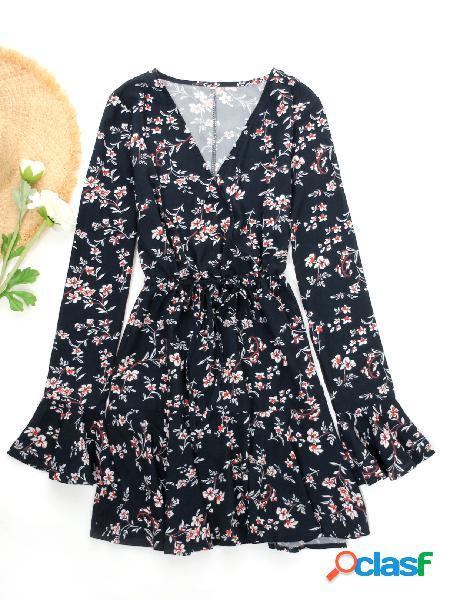 Mini vestido de moda con cuello en v y estampado floral azul marino
