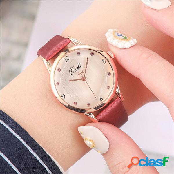 Moda elegante mujer relojes cuero banda corazón patrón dial diseño reloj de cuarzo