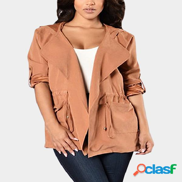 Diseño con capucha naranja, mangas largas, cintura con cordón, prendas de vestir exteriores