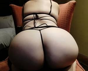 Chaparrita sexy, cachonda y muy complaciente