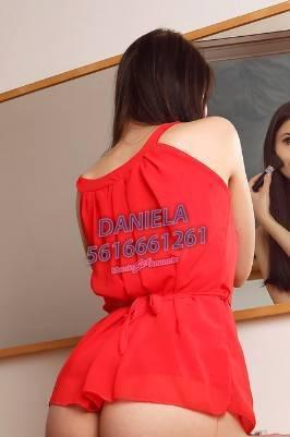 HOLA! SOY DANIELA UNA NENA FLAQUITA DE 19 AÑOS