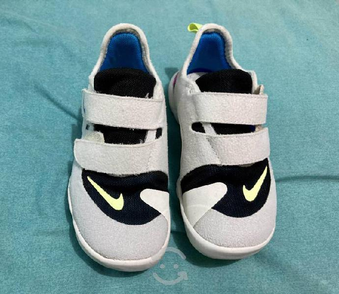 Tenis Nike para niña