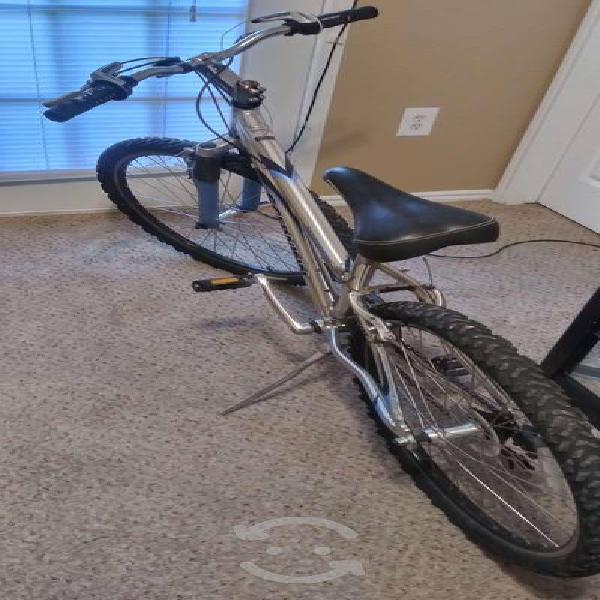 Bicicleta de montaña schwinn rin 26 aluminio 21 ve