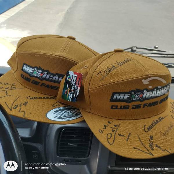 Gorras del taller mexicanicos autografiadas