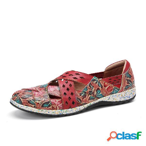 Socofy vendimia zapatos planos de cuero hechos a mano con adornos florales en relieve con correa
