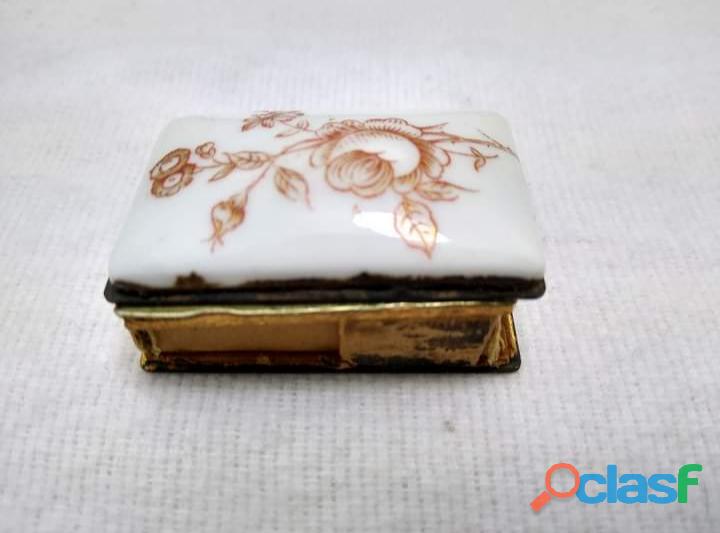 Antigüa Cerillera Suiza de Latón y porcelana 1
