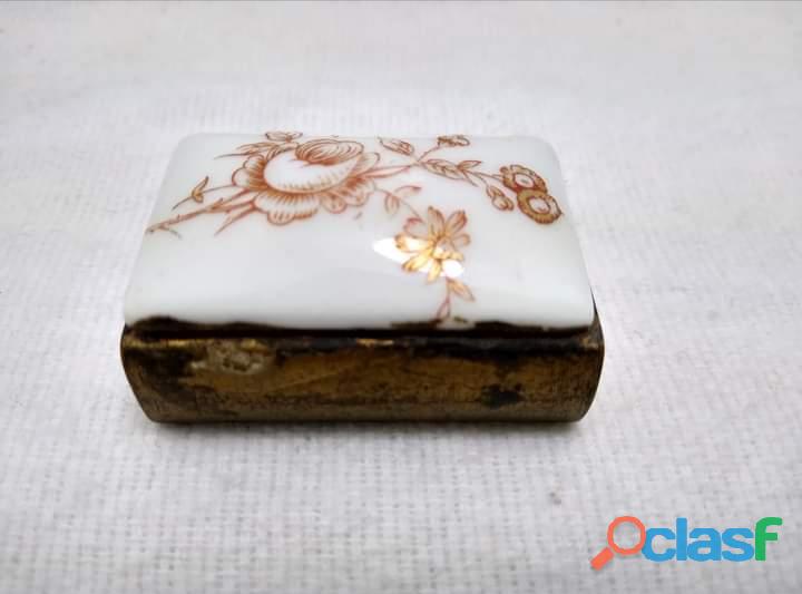 Antigüa Cerillera Suiza de Latón y porcelana 2