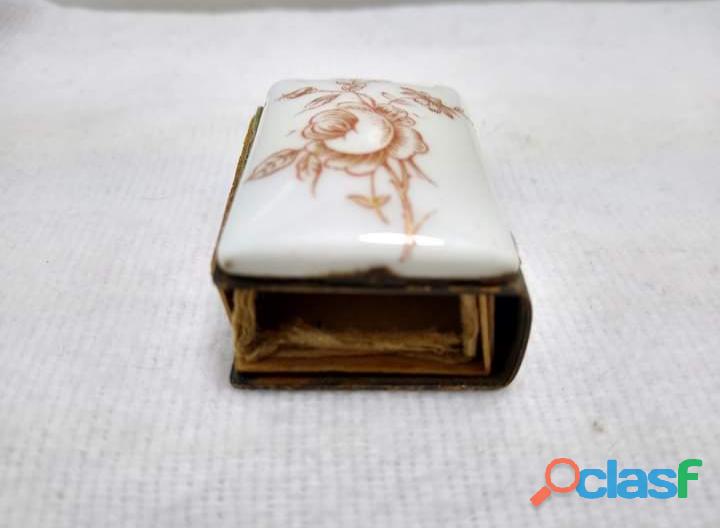 Antigüa Cerillera Suiza de Latón y porcelana 3