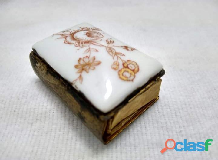 Antigüa Cerillera Suiza de Latón y porcelana 5