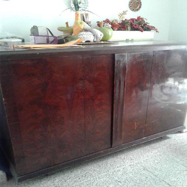 Mueble antiguo televisión radio y tornamesa