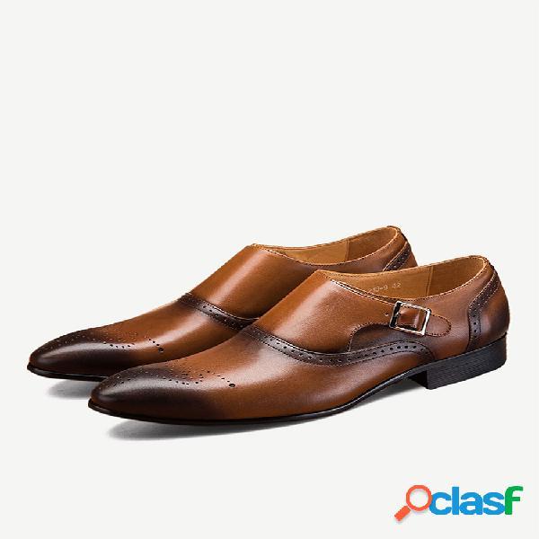 Zapatos formales de hebilla de metal antideslizante de cuero de color retro de gran tamaño para hombres