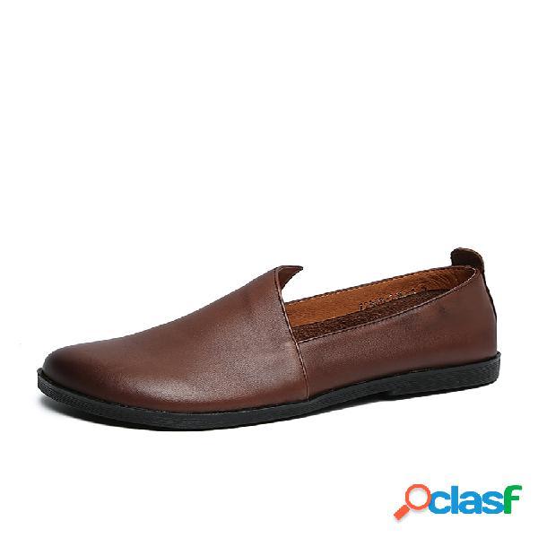 Socofy mocasines de cuero de color sólido retro con recorte lateral cómodos zapatos planos casuales sin cordones