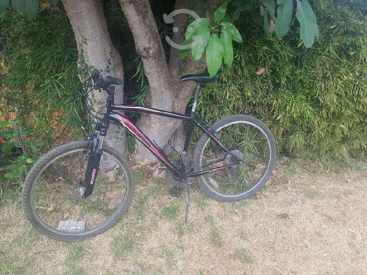 Bicicleta de montaña marca schwinn rodado 26