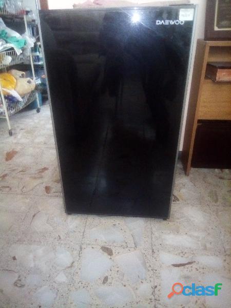 """Mini refigerador (frigo bar) daewoo 5"""""""