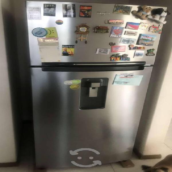 Refrigerador semi nuevo