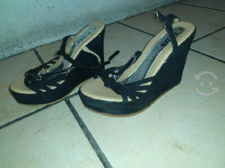 Zapatos de plataforma color negro con suela cafe