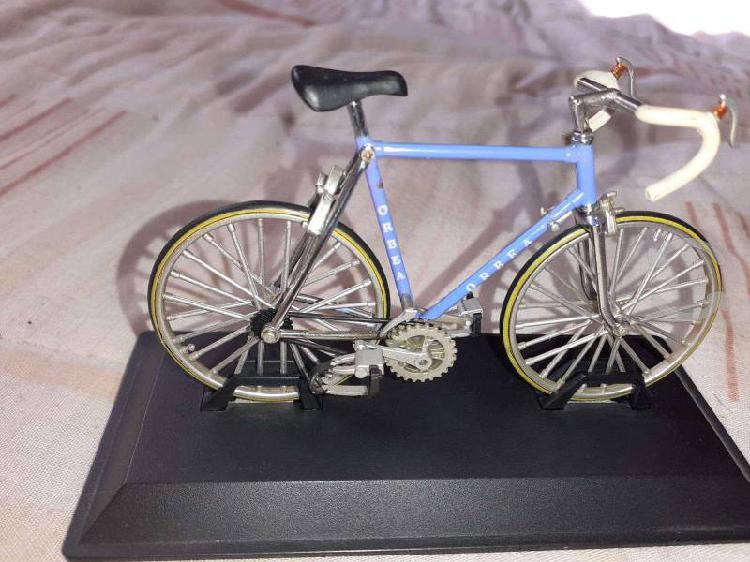 Bici miniatura coleccion metal