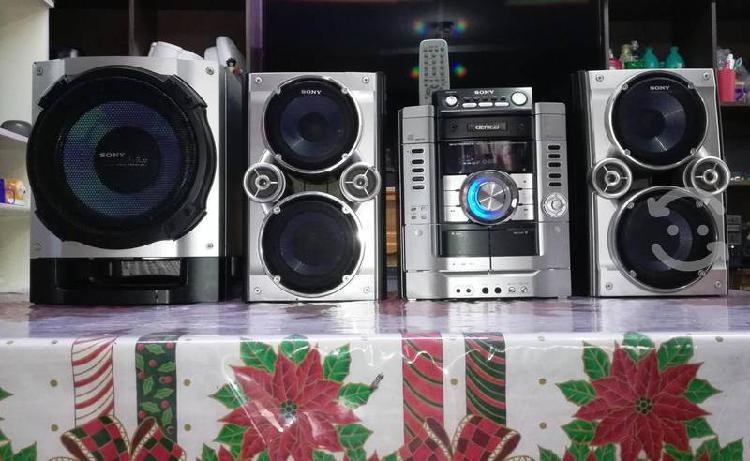 Estéreo sony hi-fi para usarlo como amplificador..