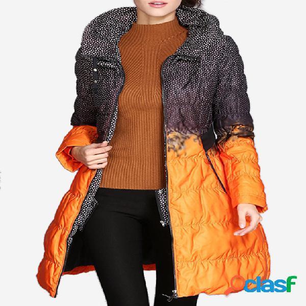 Elegante abrigo largo con cremallera y lunares