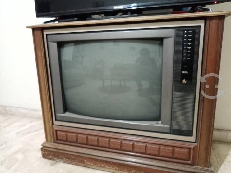 Antiguo televisor general electric