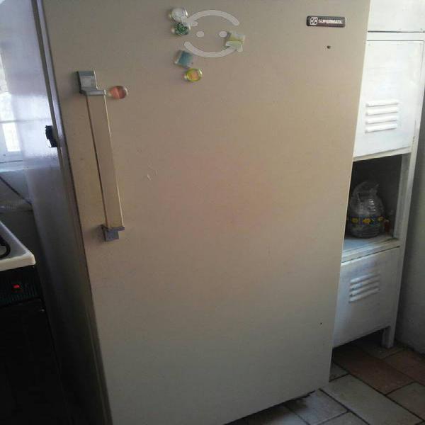Refrigerador supermatic funcionando.