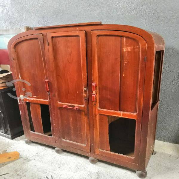 Ropero antiguo de madera fina cedro para reparar