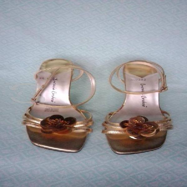 Sandalias de tacón doradas