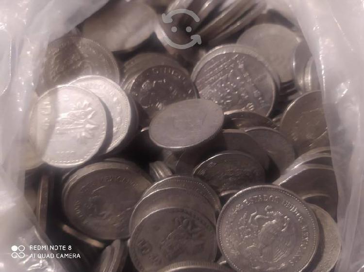 Se compran monedas por pieza o kilo