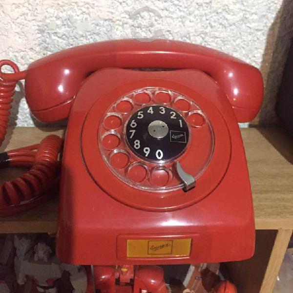 Teléfono antiguo lm ericsson rojo
