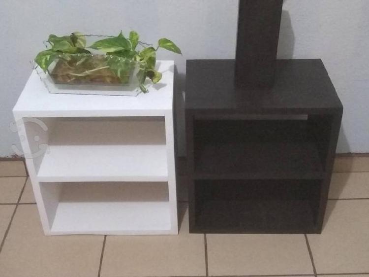 Mesa nueva de madera gruesa