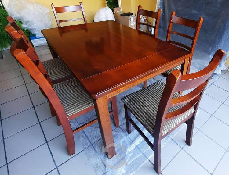 Antecomedor de madera 6 sillas usado