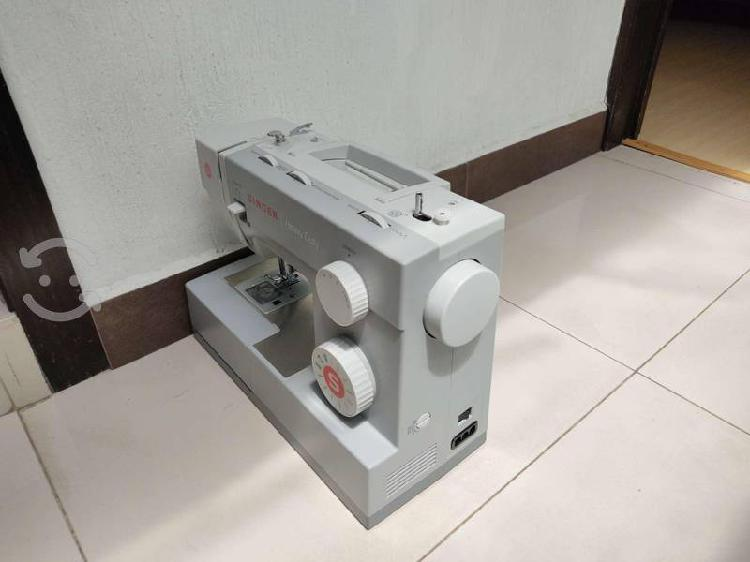 Máquina de coser singer heavy duty