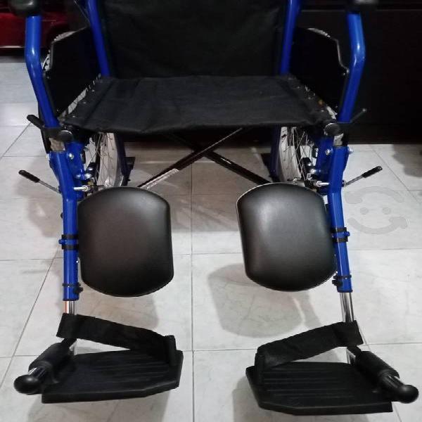 Silla de ruedas con elevapiernas