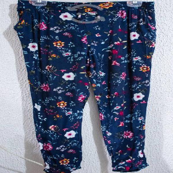 Pantalon azul con flores