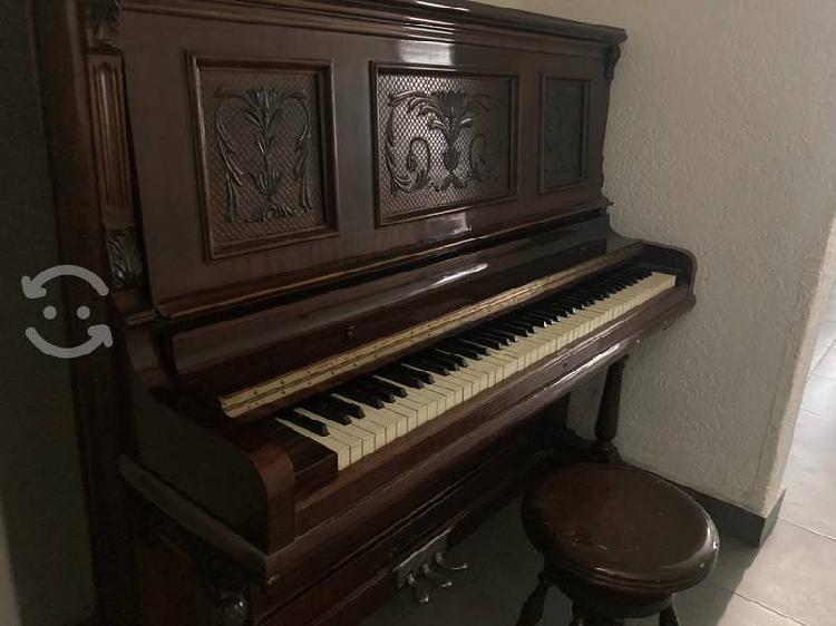 Piano Antiguo Berlin Piano & Organ Co