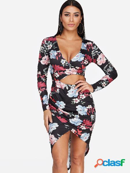 Vestido de manga larga con estampado floral y diseño cruzado al frente