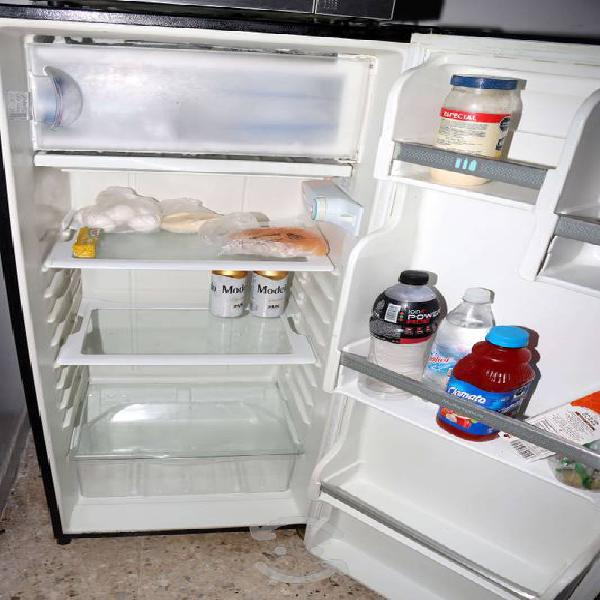 Refrigerador acros una puerta 7 pies - $3000