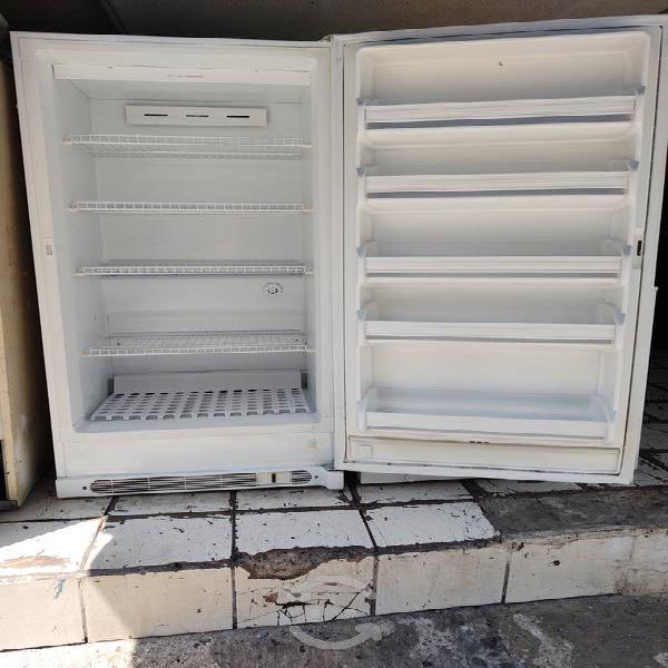 Congelador vertical seminuevo ahorrador