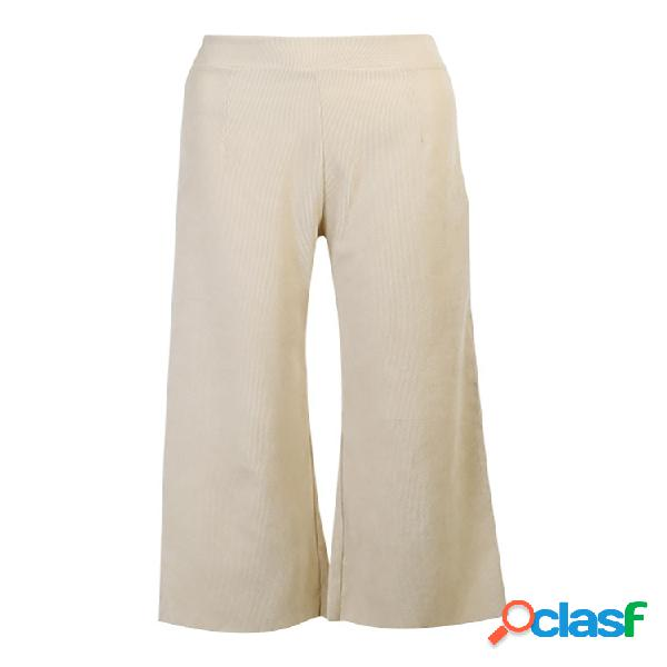 Mujer cintura elástica de pana de color liso recortada pantalones