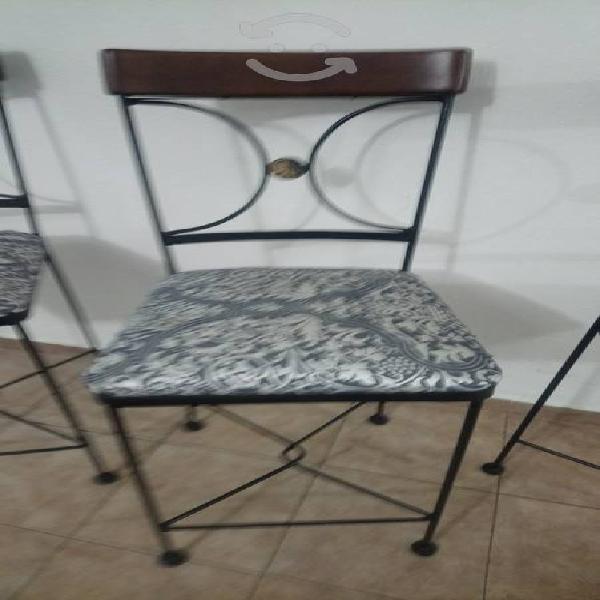 Juego de tres sillas