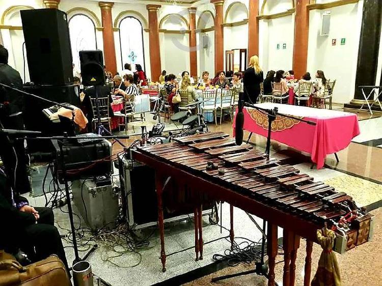 Marimba y grupo versátil precio accesible