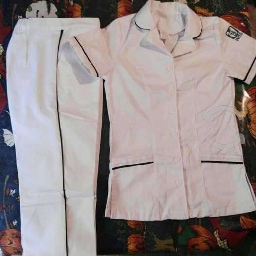 Lote de uniformes de enfermería pantalón y filip