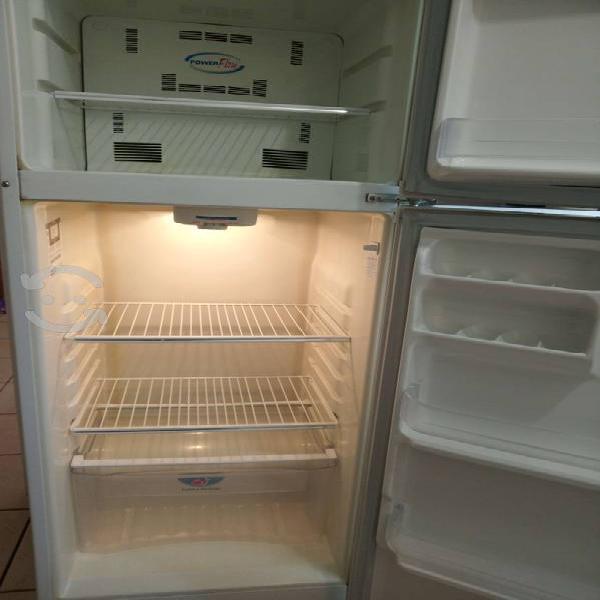 Refrigerador 9 pies cúbicos