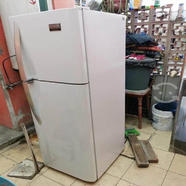 Refrigerador semi nuevo frigidaire
