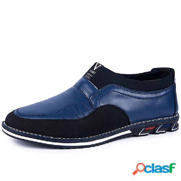 Hombres de microfibra de cuero empalme antideslizante antideslizante en zapatos de conducción casuales