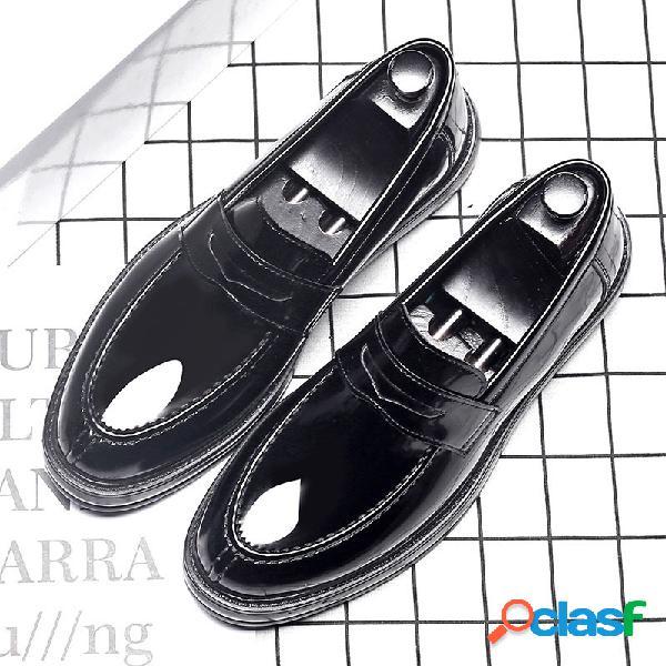 Hombres con estilo de microfibra de cuero antideslizante antideslizante en los zapatos casuales