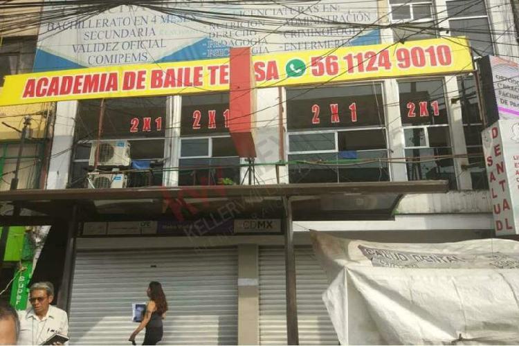 Local comercial de 90 mts2 a la renta en la salida del metro
