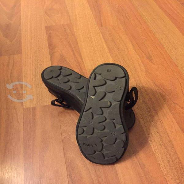 Zapatos escolares camper