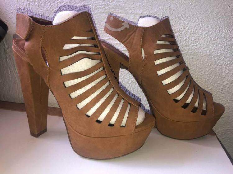 Zapatos de tacón del número 26