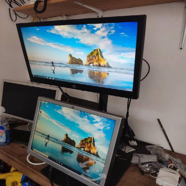 Base con dos monitores hp